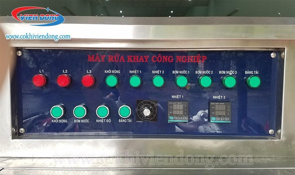 máy rửa khay suất ăn công nghiệp
