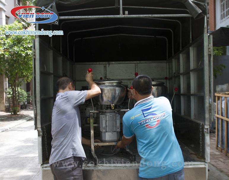 Vận chuyển máy xay giò chả đến người mua hàng