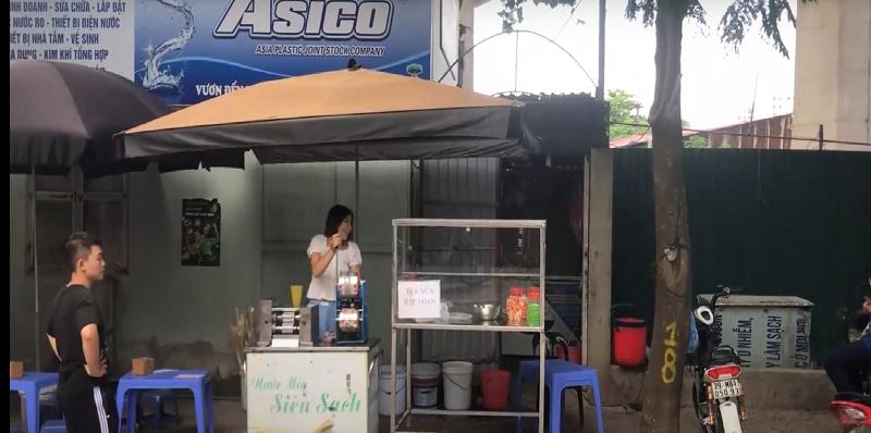 Chị Hiền bán nước mía